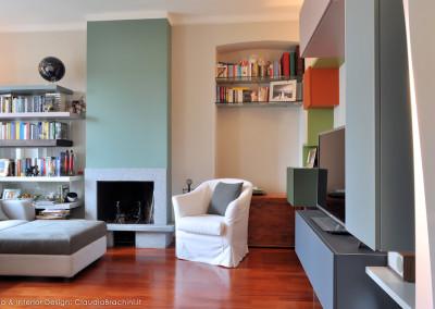 soggiorno con camino verde, libreria Air