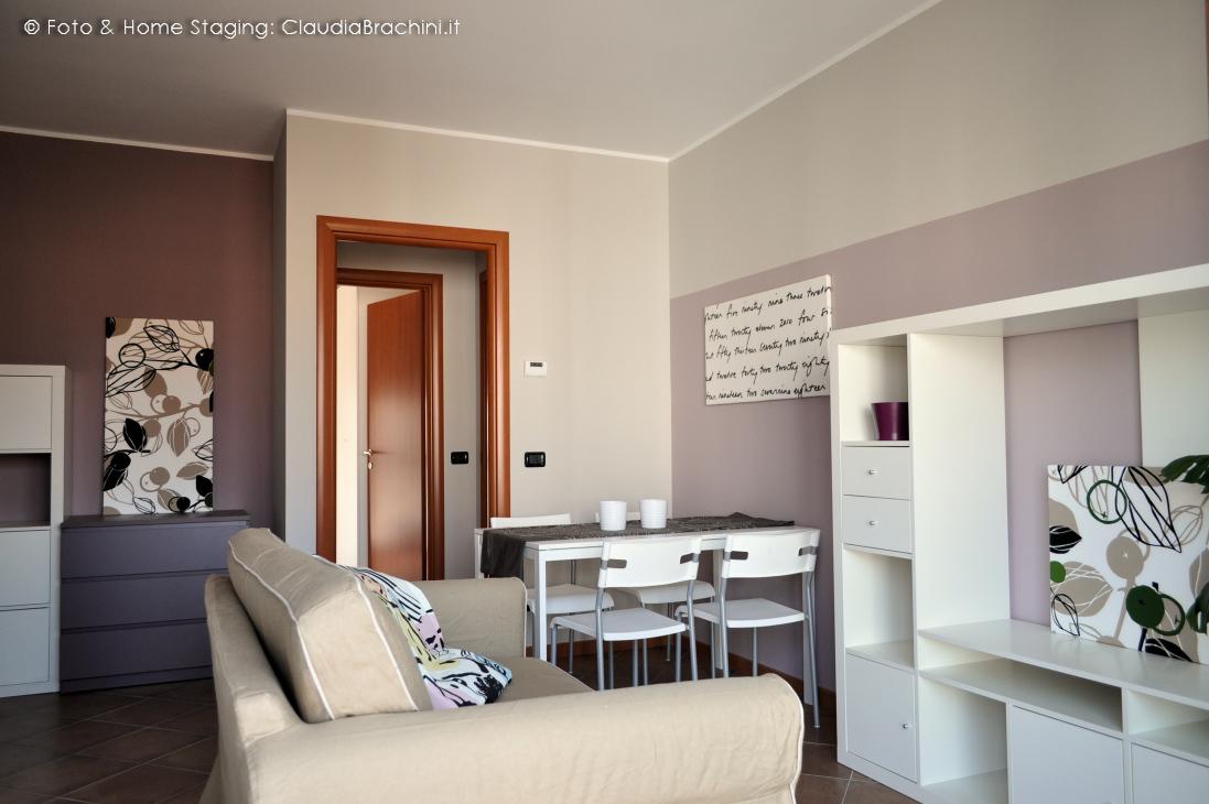 soggiorno arredato ikea per casa in affitto