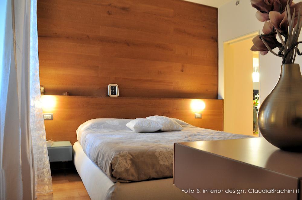 parete retroletto con boiseire in legno