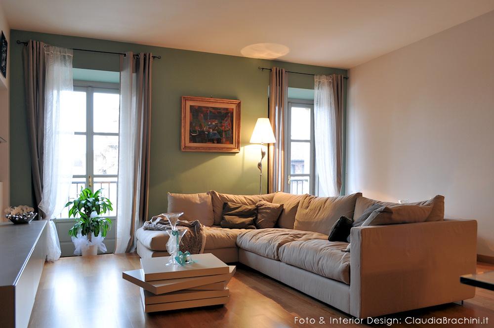 """il divano """"Magnum"""" di Flexform, parete verde"""